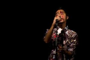 """Lechedevirgen Trimegisto Performance Lypsinc cantando """"Como Dos Puñales"""""""